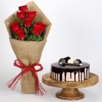 8 Red Roses Bouquet & Choco Cream Cake