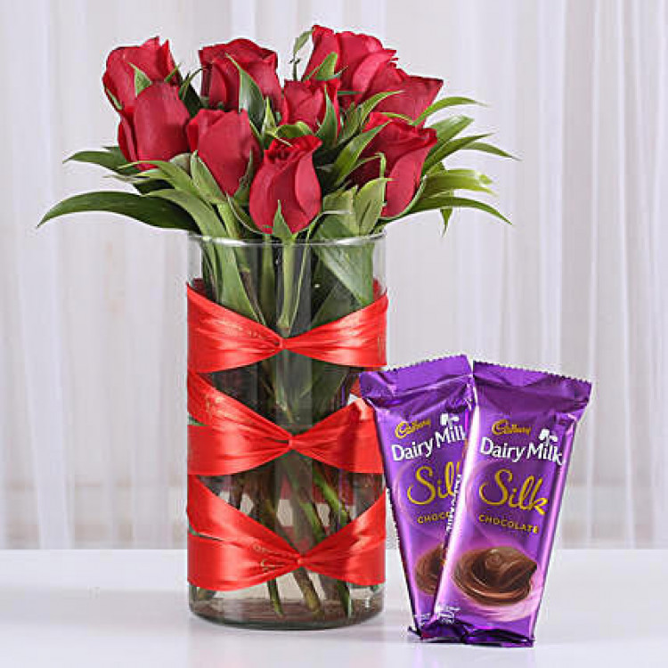 Red Roses Vase & Dairy Milk Silk Combo